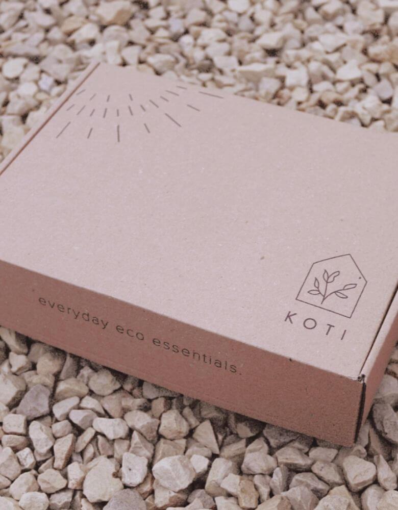 Caja para hacer envíos online de la marca Koti