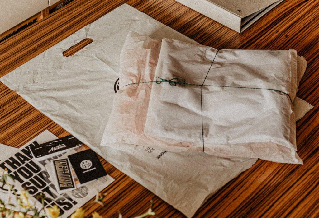 Kleidung umweltfreundlich verpackt
