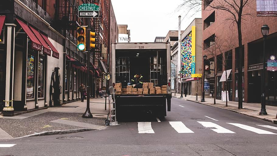 Camion de livraison de colis