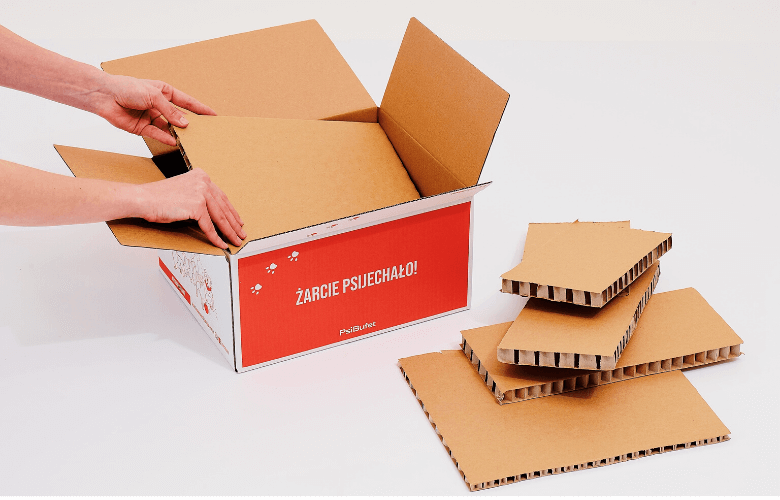 cardboard thermo box - sustainable packaging for food delivery by packhelp