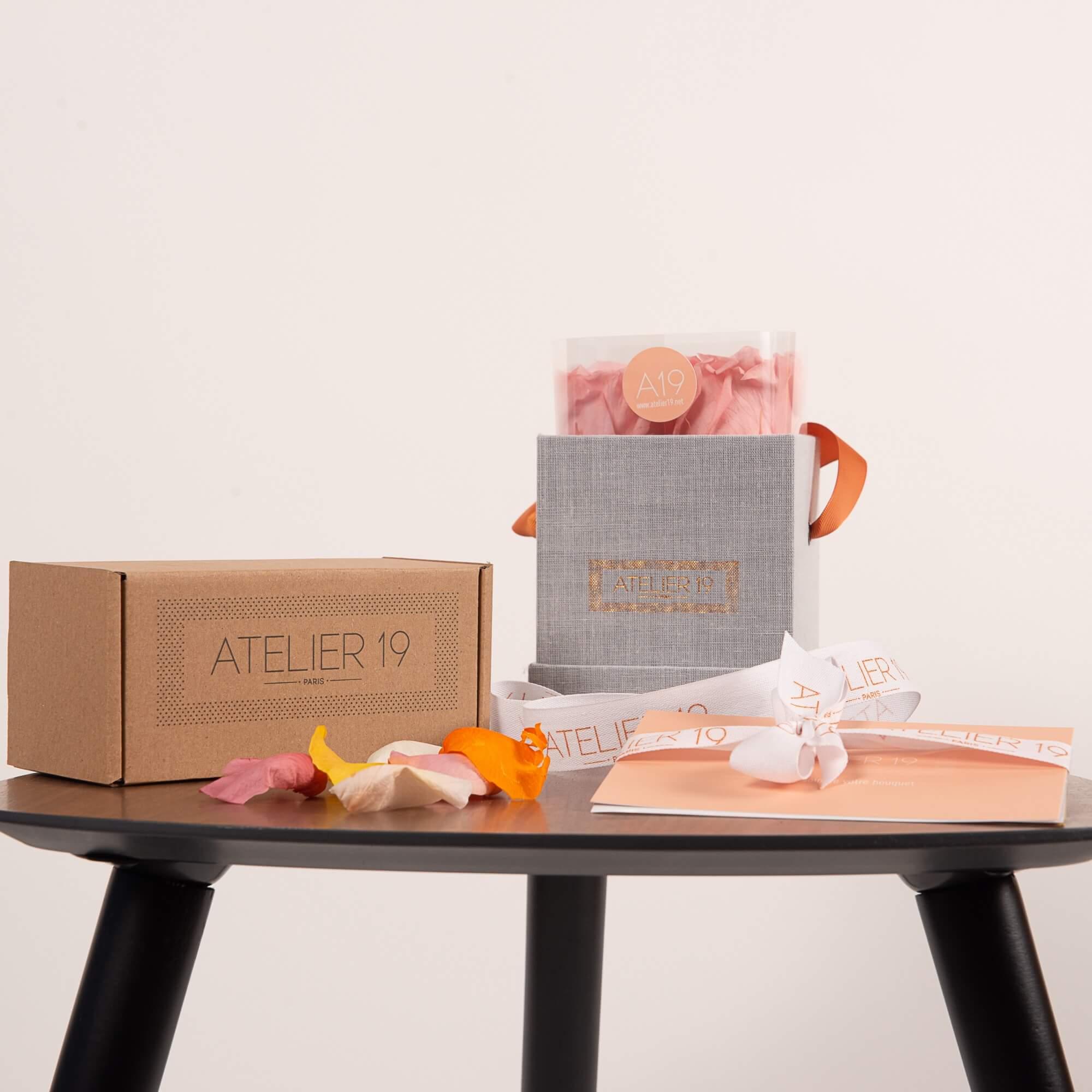 Box de roses avec pétales Atelier 19