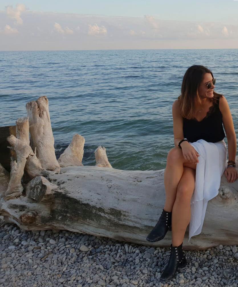Sofía Uriach posa en una foto junto al mar