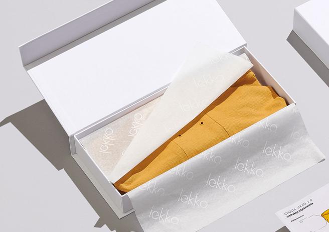 Caja de cartón con papel de seda