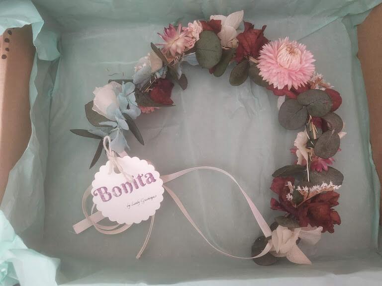 tocado floral de Bonita Beauty Skin