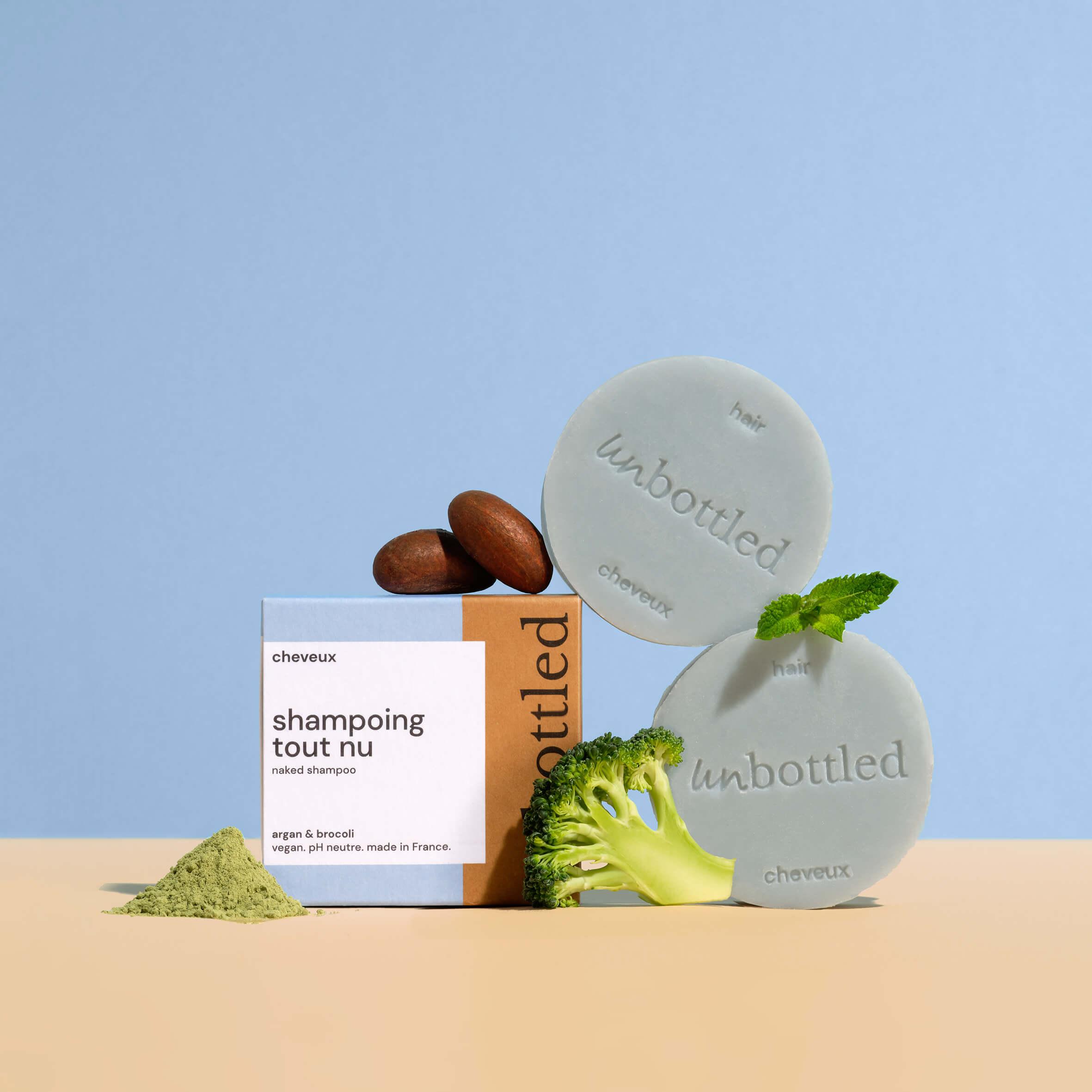 pastillas de jabón junto a una caja de cartón