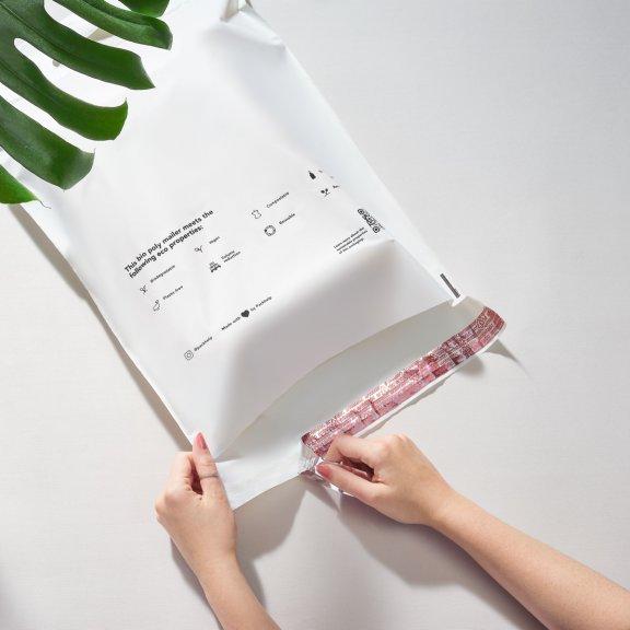 Sacchetto postale compostabile prestampato con mani