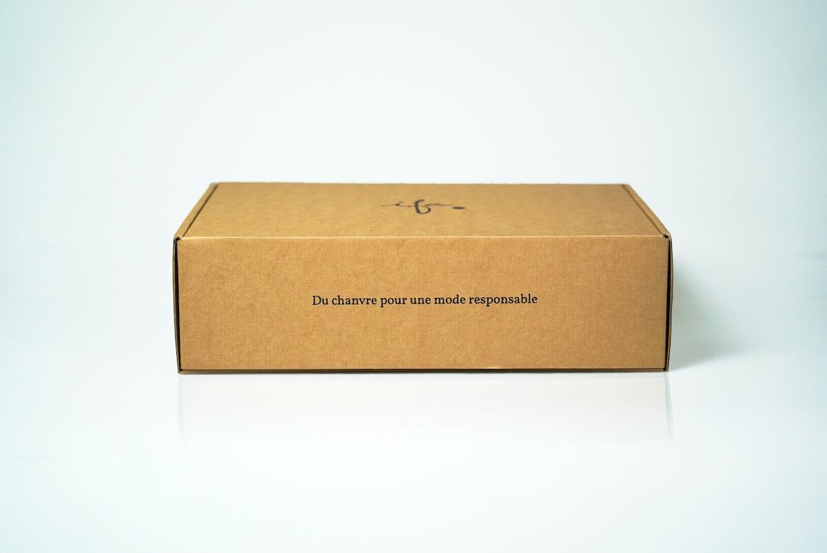 Slogan ifa sur sa boîte d'expédition personnalisée et éco-responsable