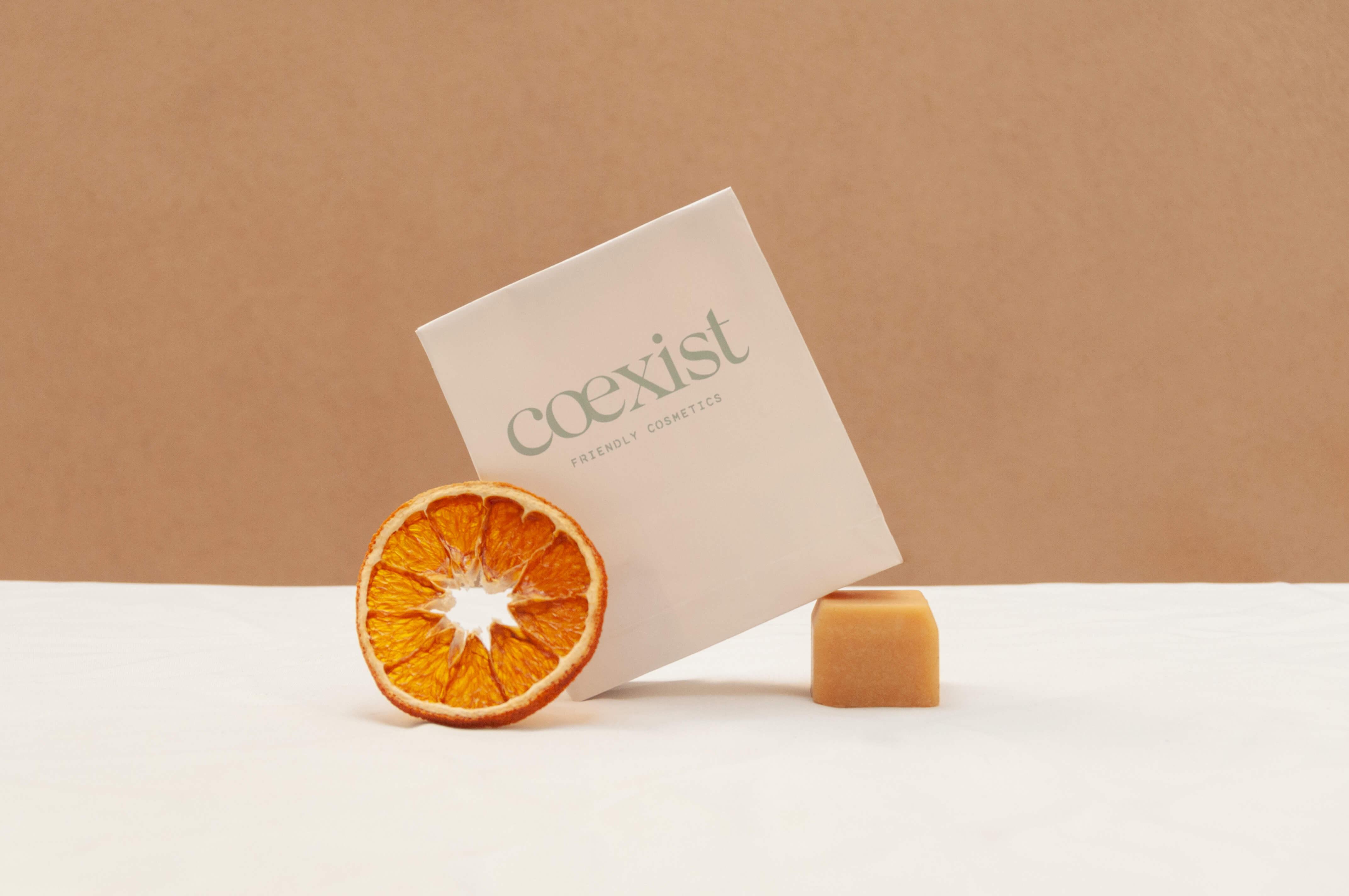 un paquete de jabón de la marca Coexist