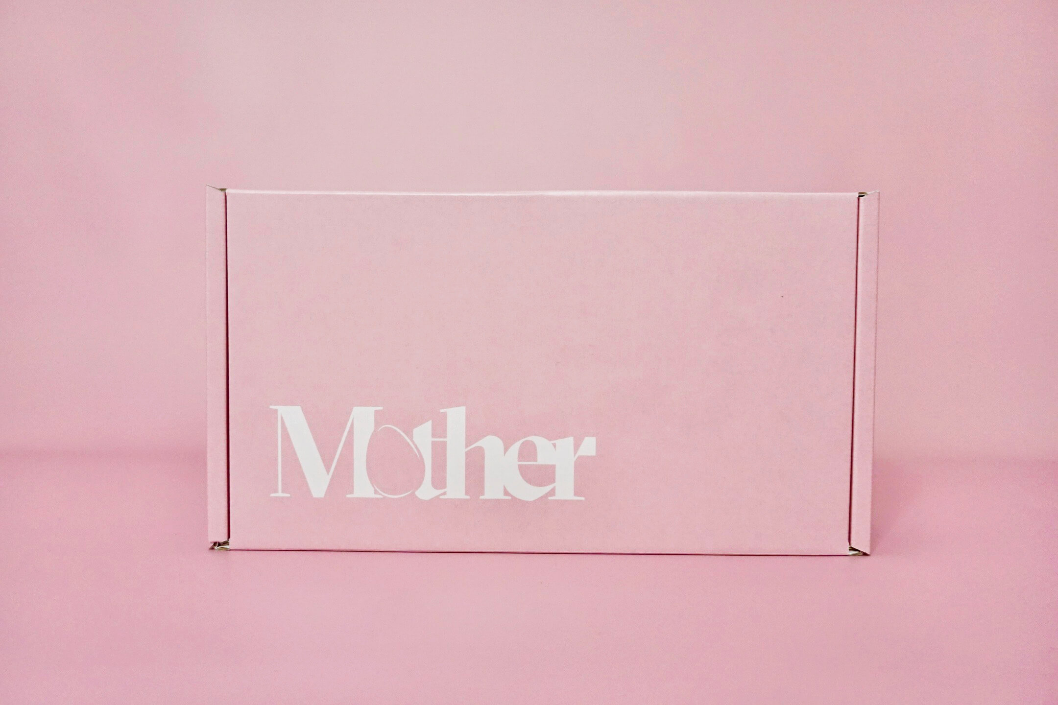 caja para envíos de color rosa