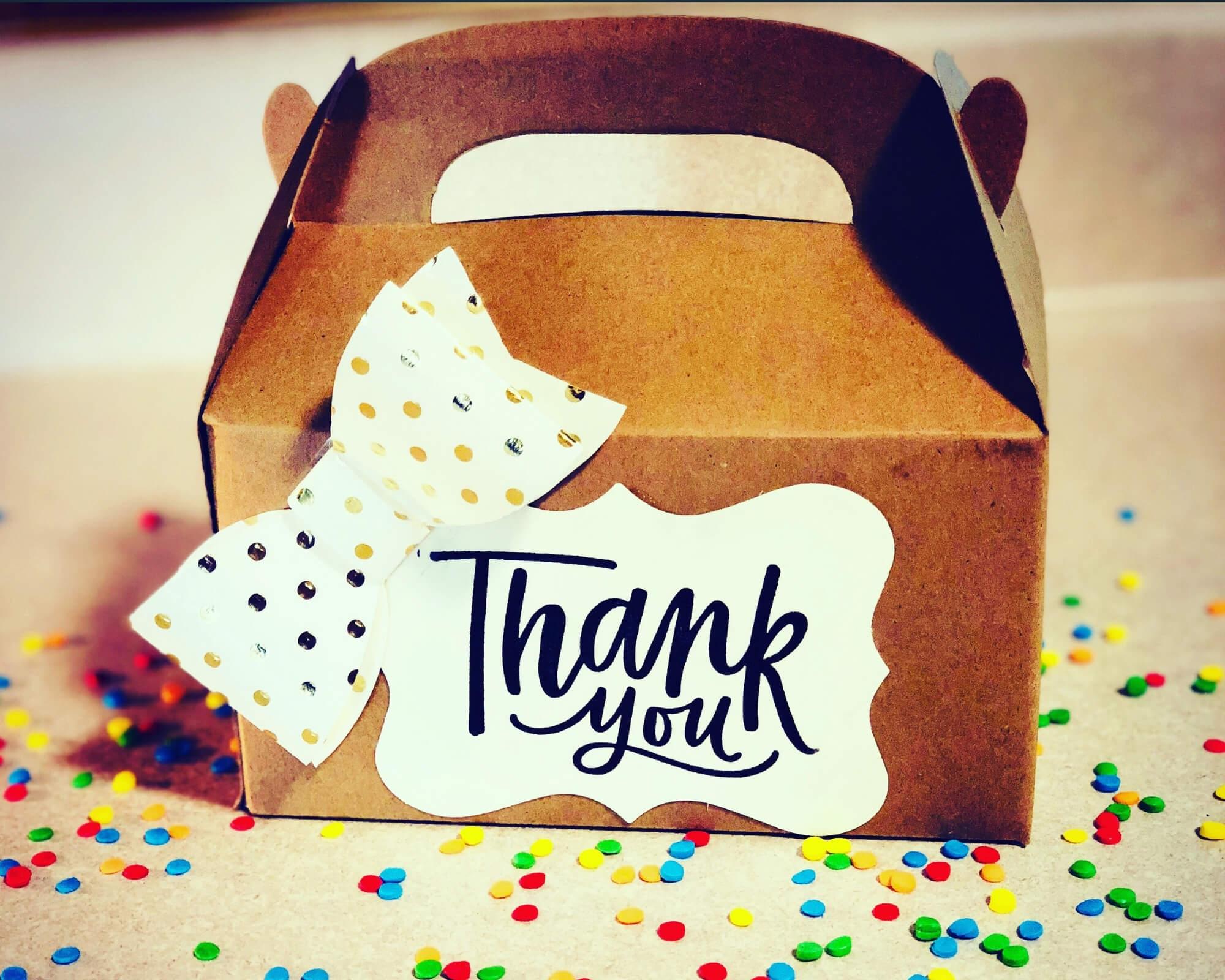 packaging con una nota de agradecimiento personalizada
