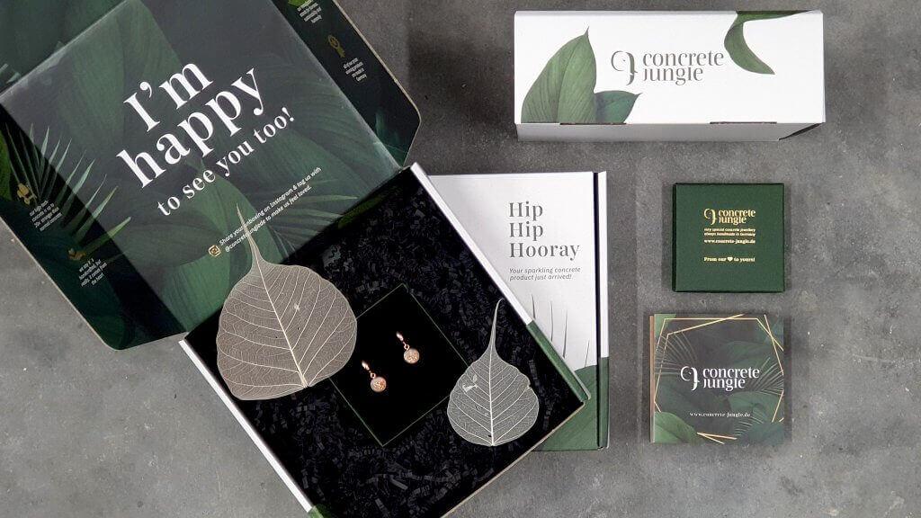 packaging personalizzato con scritta di ringraziamento all'interno