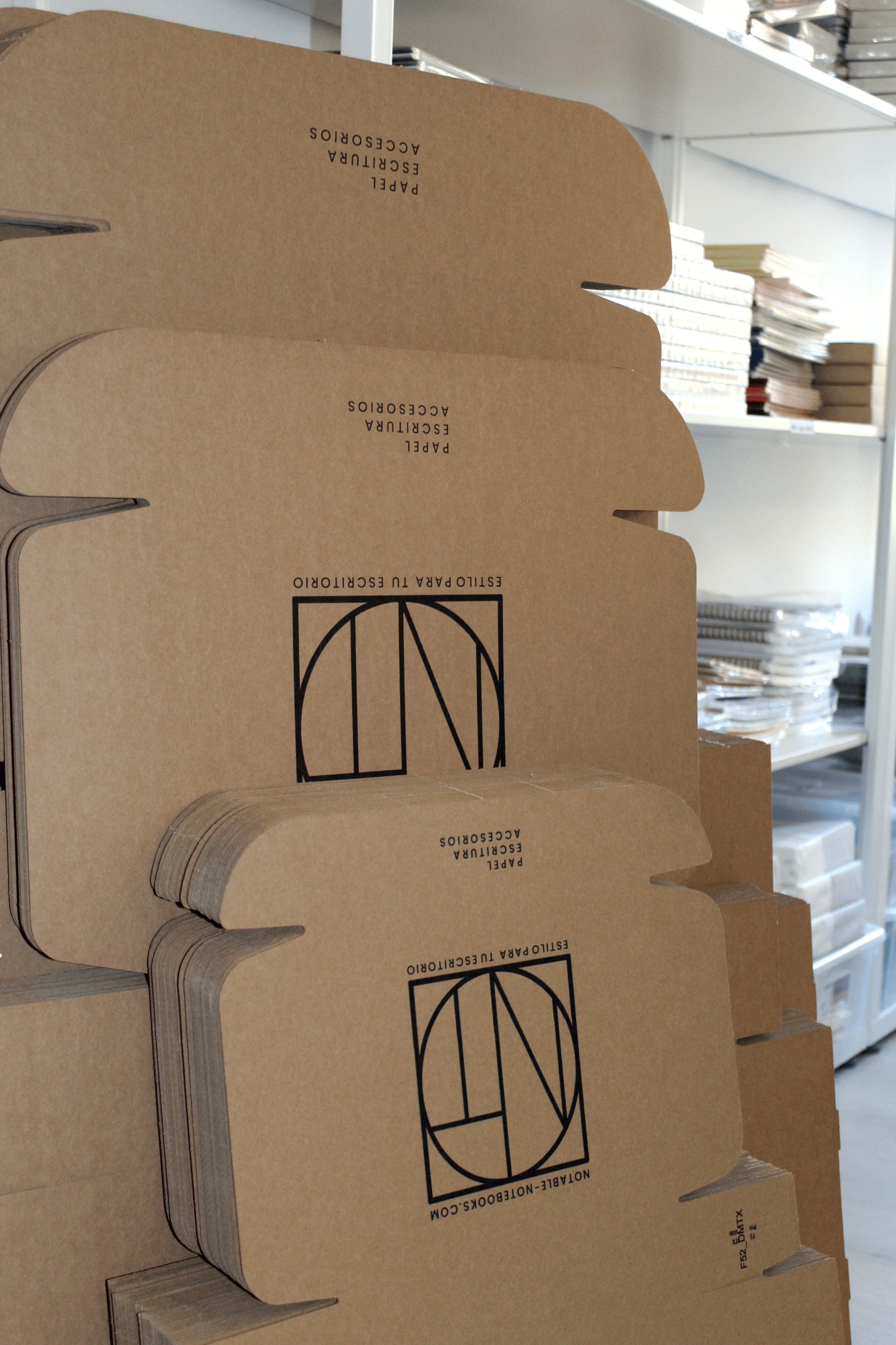 Cajas plegadas de diferentes tamaños