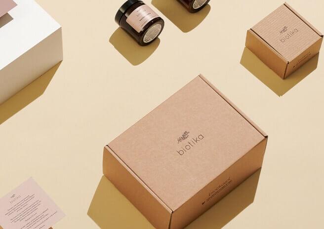kraft & white mailer boxes