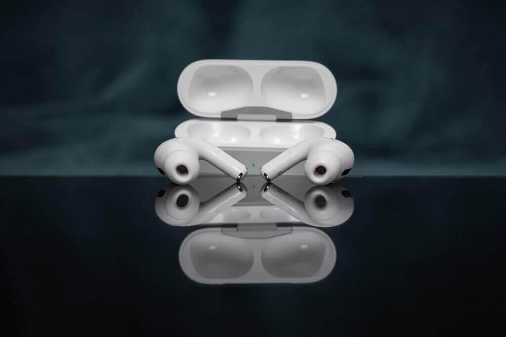 Écouteurs Apple AirPods dans leur casier
