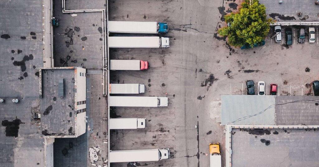Quai de chargement de camions de transport