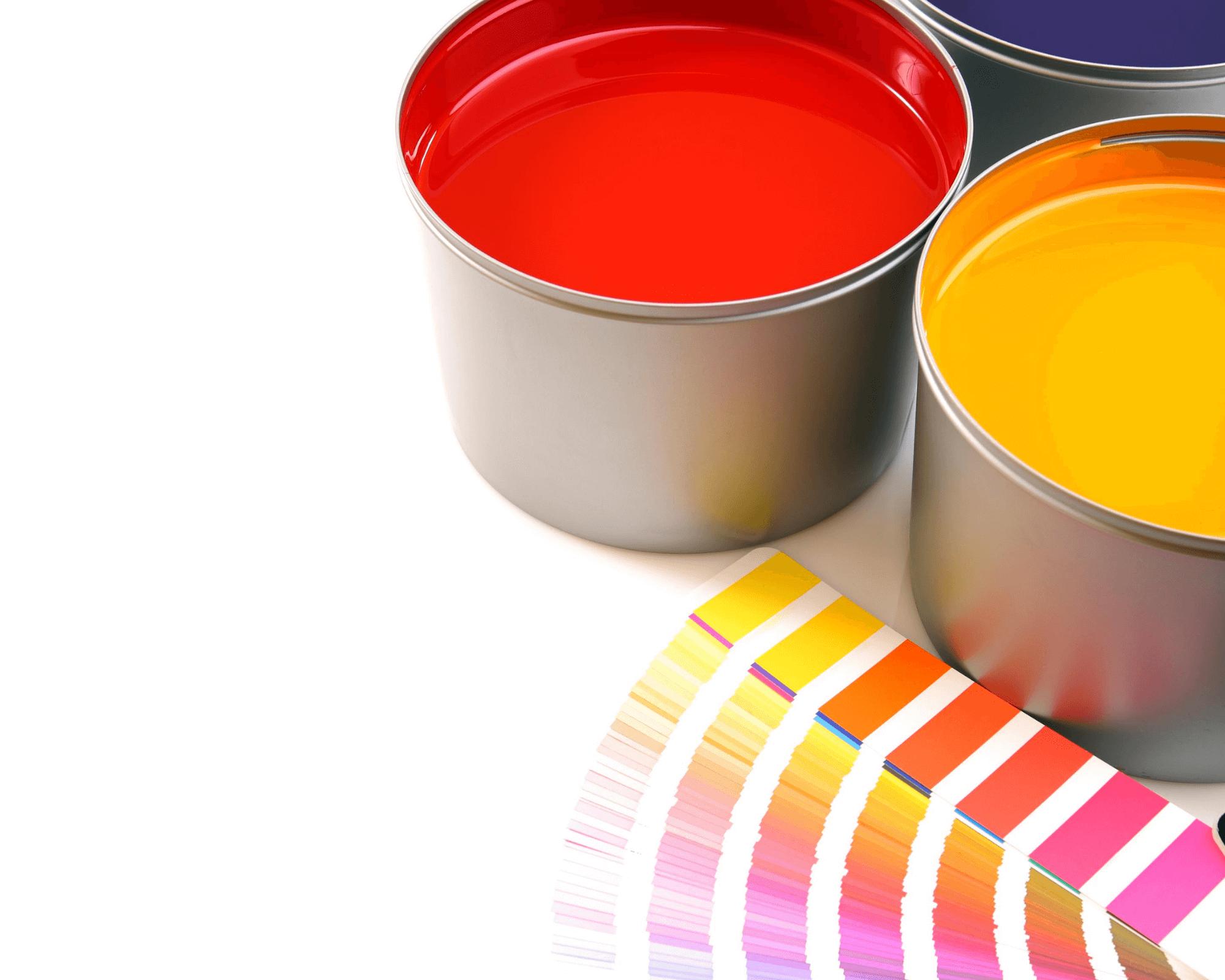botes de pintura de diversos colores