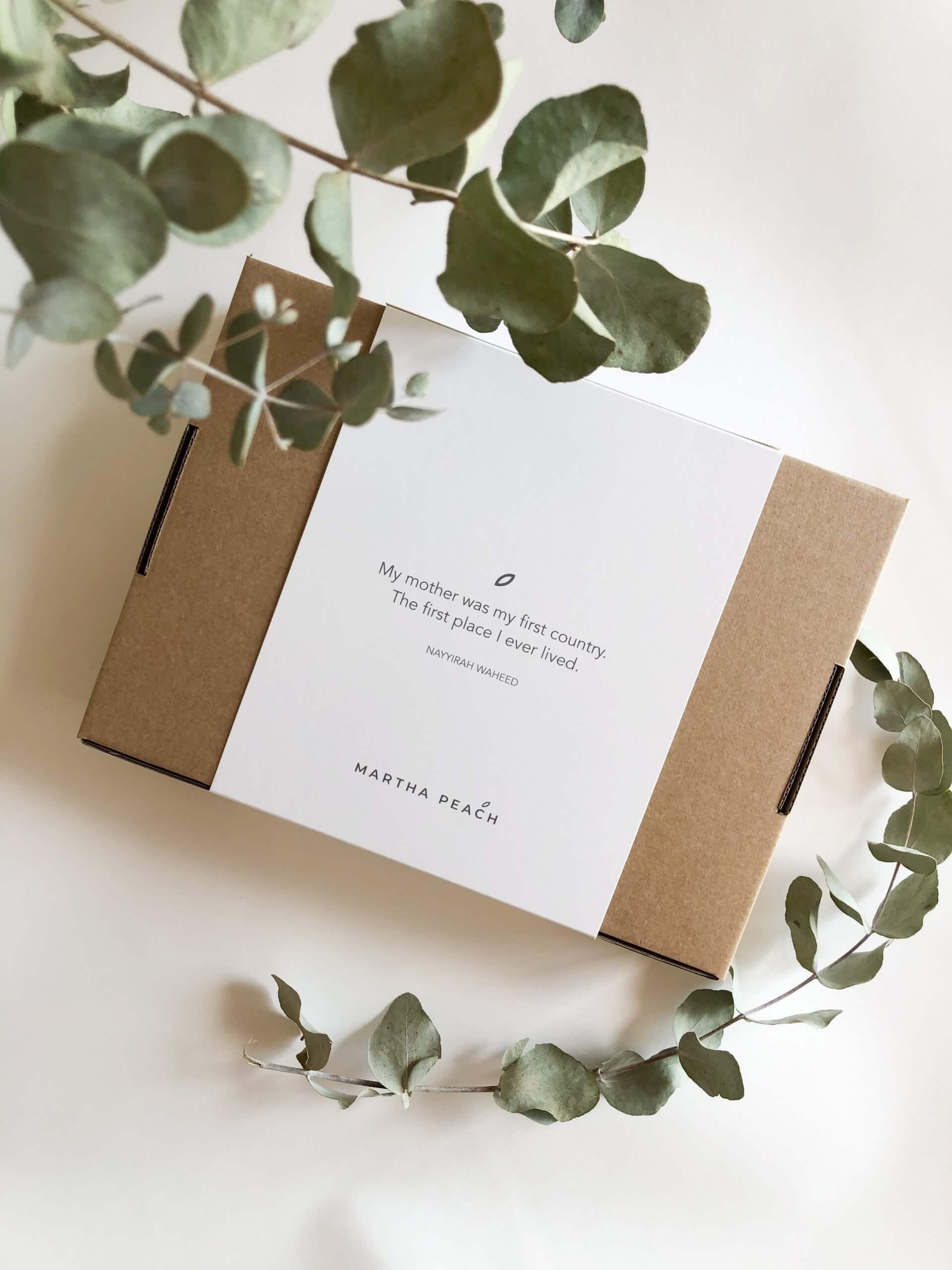 caja postal con faja personalizada