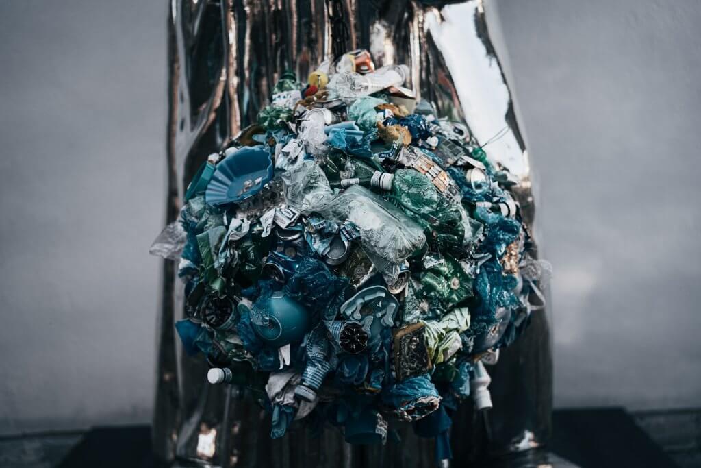 Müllberg aus Plastik - das Gegenteil von nachhaltig