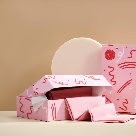 cutii gata de trimis roz