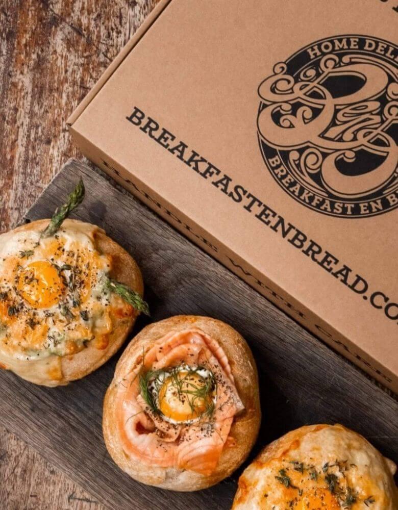 Breakfast en Bread packaging food delivery