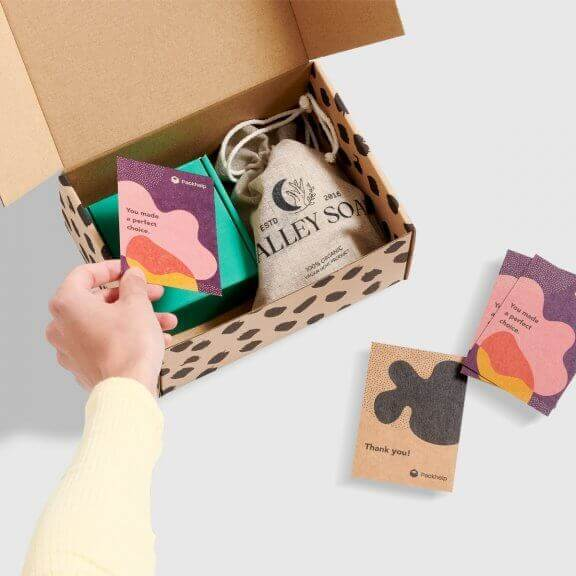 Biglietti di ringraziamento personalizzati con scatola postale e confezione