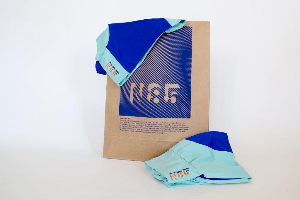 pochette kraft N85 et sportswear bleu